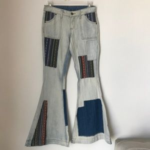 [LF] Carmar Patch Bell Sleeve Flare Denim Jeans